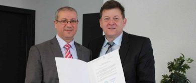 Kooperation - Herr Smaali übergibt Brief des Ministers an Herr Lüken.