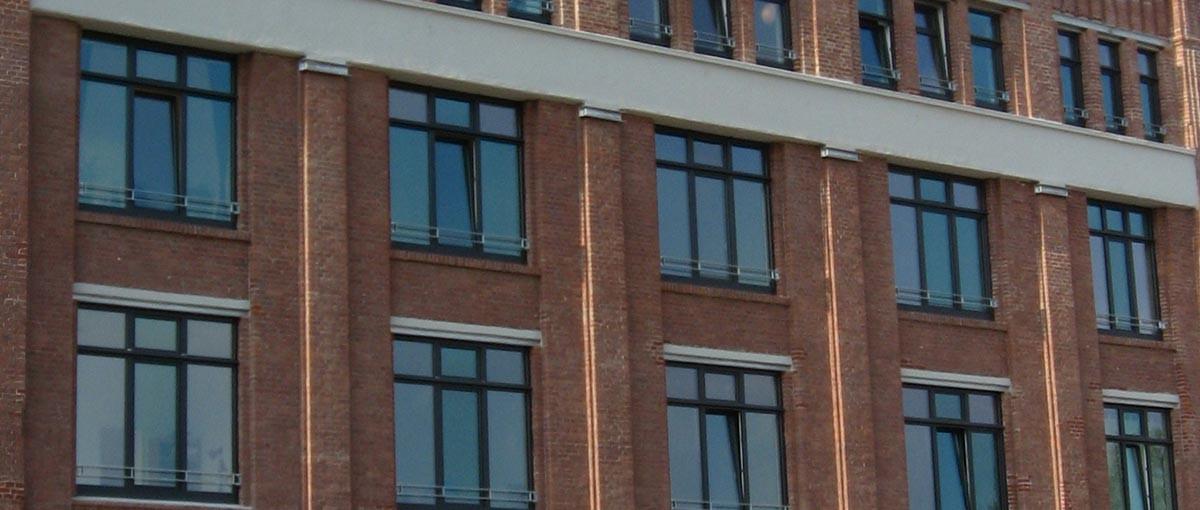 Fensterfront eines Wohnheimes in Bielefeld