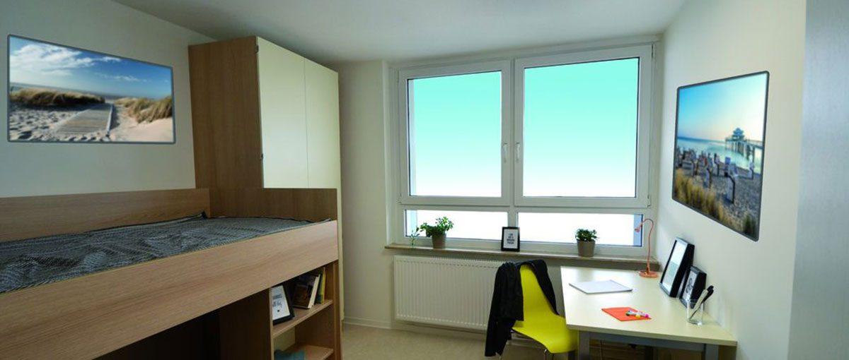 ein zimmer der frisch sanierten wohnanlage für studierende in dortmund