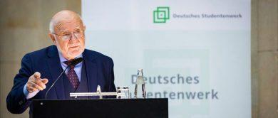 der präsident des dachverbandes der studenten- und studierendenwerke hält eine rede anlässlich der mitgliederversammlung des dsw in 2019